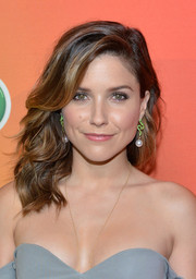 Sophia Bush complemented her lovely hairstyle with a pair of dangling pearl and gemstone earrings by Jacob & Co.
