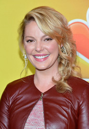 Katherine Heigl looked as pretty as ever wearing her hair in side-swept curls during the NBC Upfront Presentation.