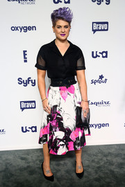Kelly Osbourne dressed up her boyish top with a flared floral skirt.
