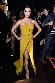 Eva Longoria complemented her gorgeous dress with gold T-strap sandals.