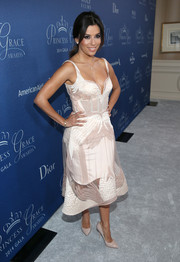 Eva Longoria opted for simple nude patent pumps to pair with her pretty dress.