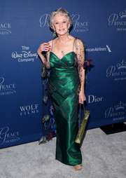 Tippi Hedren looked flawless at the Princess Grace Awards Gala in an emerald-green column dress with a matching embellished mesh stole.