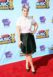 For a more feminine finish, Kelly Osbourne teamed her top with a black A-line skirt with a pink waistband.
