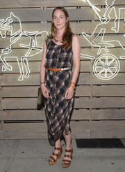 Poppy De Villeneuve complemented her dress with chunky brown platform sandals.