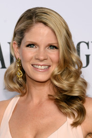 Kelli O'Hara wore her locks in lovely sculpted curls during the Tony Awards.