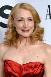 Patricia Clarkson styled her hair with soft, spiral curls for the Tony Awards.