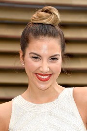 Liz Hernandez kept it youthful with this cute top knot when she attended the Vanity Fair Oscar party.