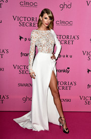 Taylor Swift pulled her glamorous outfit together with bronze strappy sandals by Jimmy Choo.