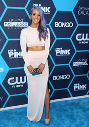 Jenna Marbles complemented her outfit with a patterned blue box clutch.