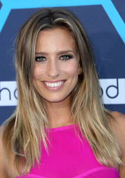 Renee Bargh sported a simple yet trendy center-parted, layered hairstyle at the Young Hollywood Awards.