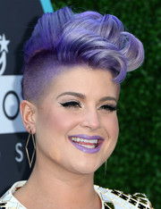 Kelly Osbourne swiped on some purple lipstick to match her hair.