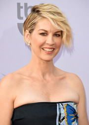 Jenna Elfman sported a cool short wavy style at the AFI Life Achievement Award Gala.