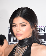 Kylie Jenner swiped on some nude lipstick for a low-key beauty look during the 2015 American Music Awards.