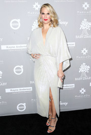 Molly Sims complemented her dress with silver Tamara Mellon Frontline sandals.