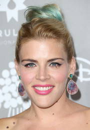 Busy Philipps added major glamour with a pair of gemstone drop earrings.