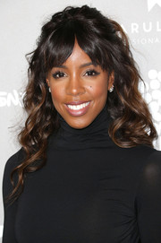 Kelly Rowland wore an oh-so-pretty half-up wavy style at the Baby2Baby Gala.