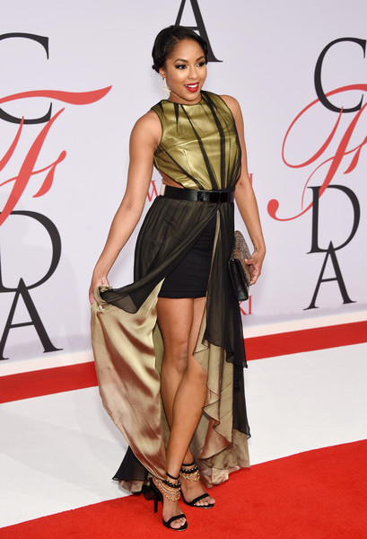 Alicia Quarles complemented her gown with a pair of chain-embellished strappy sandals.