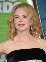 Nicole Kidman looked youthful and pretty with her shoulder-length waves at the CMT Music Awards.