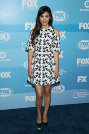 Hannah Simone looked youthful and vibrant in a Tanya Taylor cold-shoulder print dress during the Fox Programming Presentation.