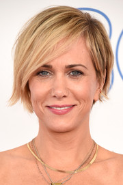 Kristen Wiig looked cool at the Film Independent Spirit Awards wearing this layered razor cut.