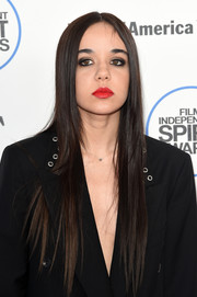 Lorelei Linklater rocked an ultra-long pin-straight hairstyle at the Film Independent Spirit Awards.