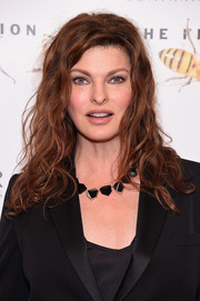 Linda Evangelista attended the Fragrance Foundation Awards rocking a messy curly hairstyle.