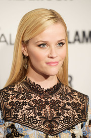 Reese Witherspoon wore her hair sleek straight with a side part at the Glamour Women of the Year Awards.
