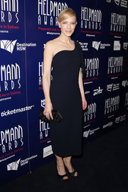 Cate Blanchett went for minimalist sophistication at the Helpmann Awards in a Carl Kapp one-shoulder LBD with a silver accent on the sleeve.