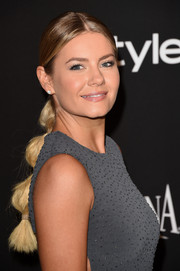 Elisha Cuthbert topped off her InStyle and Warner Bros. Golden Globes party look in playful style with a segmented ponytail.