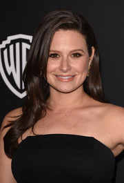Katie Lowes wore a simple yet pretty side-parted hairstyle at the InStyle and Warner Bros. Golden Globes party.