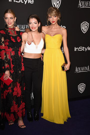 Taylor Swift sported a classic strapless silhouette in a striking canary yellow hue at the InStyle and Warner Bros. Golden Globes party.