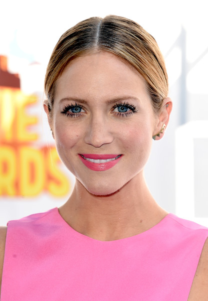 Brittany Snow went for a fuss-free look with this center-parted pony at the MTV Movie Awards.