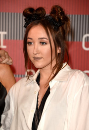 Noah Cyrus finished off her cute 'do with glittery black hair bows.