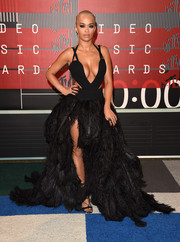 For the MTV VMAs, Rita Ora dolled up her curves in a black Vera Wang cutout gown with a down-to-there neckline and a leg-flaunting ostrich-feather skirt.