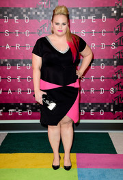Rebel Wilson went modern in a black and hot-pink Eloquii dress at the MTV VMAs.