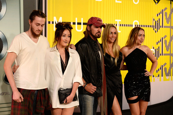 More Pics of Noah Cyrus Dark Lipstick (1 of 15) - Makeup Lookbook - StyleBistro [event,yellow,fashion,fun,little black dress,premiere,arrivals,braison cyrus,billy ray cyrus,tish cyrus,brandi glenn cyrus,actress,noah cyrus,mtv video music awards,l-r,microsoft theater]
