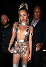 Miley Cyrus paired her racy outfit with a unicorn crystal clutch by Judith Leiber when she attended the 2015 MTV VMAs.