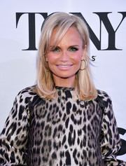 Kristin Chenoweth looked stylish with her flippy ends and side-swept bangs at the Tony Award nominees meet-and-greet event.