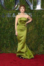 Bernadette Peters kept it classic and elegant in a lime-green strapless gown by Zac Posen during the Tony Awards.