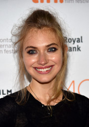 Imogen Poots sported a disheveled updo at the TIFF premiere of 'Green Room.'