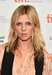 Clemence Poesy attended the 'Ones Below' photocall at TIFF wearing this messy wavy 'do.