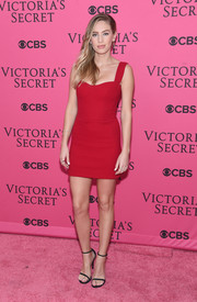 Dylan Penn completed her sexy pink carpet attire with a pair of black slim-strap sandals.