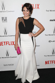 Kelly Brook was all about modern glamour in a curvy black-and-white sheer-panel gown at the Weinstein Company and Netflix Golden Globes party.