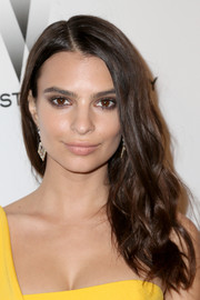 Emily Ratajkowski went a little casual with this mildly messy hairstyle at the Weinstein Company and Netflix Golden Globes party.