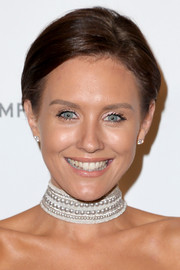 Nicky Whelan sported a simple yet cool short hairstyle at the Weinstein Company and Netflix Golden Globes party.