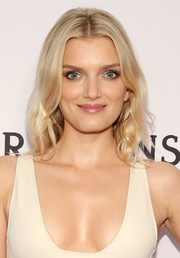 Lily Donaldson wore a center part and wavy ends during the amfAR Inspiration Gala.