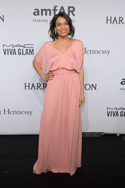 Rosario Dawson chose an effortlessly chic, slouchy pink gown by Emilio Pucci for her amfAR New York Gala look.