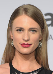 Julie Henderson opted for a simple yet elegant straight hairstyle when she attended the amfAR New York Gala.