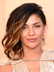 Jessica Szohr wore her shoulder-length waves swept to the side when she attended the iHeartRadio Music Awards.