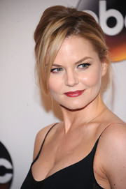 Jennifer Morrison was sexily coiffed with this messy, loose ponytail at the 2016 ABC Upfront.